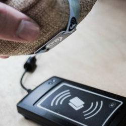 Electric Love Festival Armbänder beim Scannen des RFID Chips